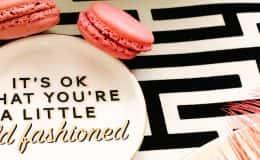 Dessert plate and macaron favor